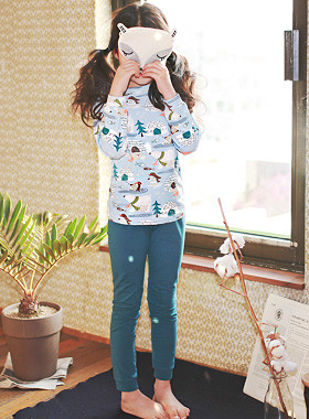 """<font color=#8e5b69><font color=#8c4458>*</font> JKIDS 2016 F / W *</font> <br> Penguins dressing gown <br> <font color=""""#9f9f9f"""">♡ ♡ cute, pattern printing <br> Look relaxed siblings recommended!</font> <br> <font color=""""#a84c59""""><b>* SALE *</b></font>"""