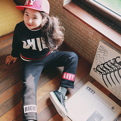 """<font color=#8e5b69><font color=#8c4458>*</font> JKIDS 2016 F / W *</font> <br> Daily brushed down SET <br> <font color=""""#9f9f9f"""">♡ ♡ chic in English printing <br> Casual and down SET!</font>"""