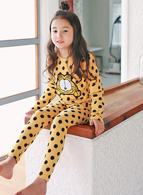 """<font color=#8e5b69><font color=#8c4458>*</font> JKIDS 2016 F / W *</font> <br> Cat Boy dressing gown <br> <font color=""""#9f9f9f"""">♡ ♡ patch points gwiyeom <br> Cute, cheerful yellow color!</font> <br> <font color=""""#a84c59""""><b>* SALE *</b> <br> <strike>₩ 11,900</strike> -> ₩ 6,900</font>"""