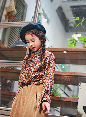 "<font color=#8e5b69><font color=#8c4458>*</font> JKIDS 2016 F / W *</font> <br> Flower blouse <br> <font color=""#9f9f9f"">♡ Lovely ♡ retail ribbon straps <br> Mini variegated flower pattern</font> <br> <font color=""#a84c59""><b>* SALE *</b></font>"