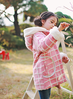 "<font color=#8e5b69><font color=#8c4458>*</font> JKIDS 2016 F / W *</font> <br> Lux fur hooded coat <br> <font color=""#9f9f9f"">♡ ♡ lovely pink coat <br> Rich fur hood!</font> <br> <font color=""#a84c59""><b>* SALE *</b> <br> <strike>₩ 69,000</strike> -> ₩ 24,900</font>"