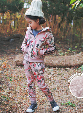 "<font color=#8e5b69><font color=#8c4458>*</font> JKIDS 2016 F / W *</font> <br> California zip up and down, brushed SET <br> <font color=""#9f9f9f"">* Monggeul monggeul cute, fur hood!</font> <br> <font color=""#a84c59""><b>* 20% SALE *</b></font>"