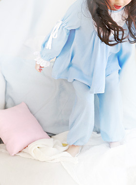 "<font color=#4bb999>* JKIDS 2017 S / S *</font> <br> Holiday Pajamas SET <br> <font color=""#9f9f9f"">♡ ♡ swelling retail line <br> Romantic Lace punch!</font>"
