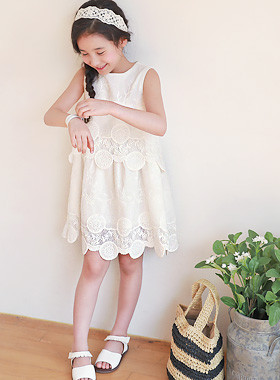 "<font color=#4bb999>* JKIDS 2017 S / S *</font> <br> Celine embroidery dress <br> <font color=""#9f9f9f"">* Blue Seed Blue Seed Blue Seed * <br> * Lovely sensual embroidery dress *</font>"