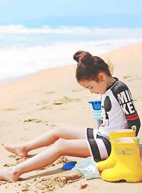 "<font color=#4bb999>* JKIDS 2017 S / S *</font> <br> Papillon Mickey Rash Guard <br> <font color=""#9f9f9f"">* The main character of this beach is me! <br> * Eyebrow Rash Guard *</font>"