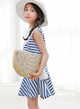 "<font color=#4bb999>* JKIDS 2017 S / S *</font> <br> Barbara One Piece <br> <font color=""#9f9f9f"">♡ Lovely hem ruffle ♡ <br> Blue stripe pattern!</font>"