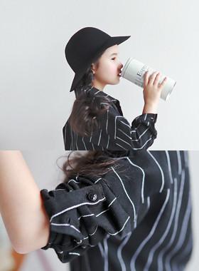 "<font color=#edb200>* JKIDS 2017 F / W *</font> <br> Seek roll-up shirt <br> <font color=""#9f9f9f"">♡ Chic black shirt ♡ <br> Practical retail rollup!</font>"