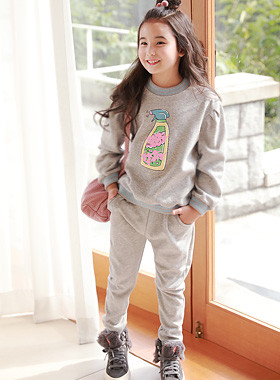"<font color=#edb200>* JKIDS 2017 F ​​/ W *</font> <br> Spray Up and Down SET <br> <font color=""#9f9f9f"">♡ indoors without distinction ♡ <br> Casual Comfort!</font>"