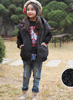 """<font color=#edb200>* JKIDS 2017 F / W *</font> <br> Mule Padded Fur Hood Vest <br> <font color=""""#9f9f9f"""">♡ Breadth body wrapped in a rich sense of volume ♡ <br> Warm up to winter with thick filler!</font>"""