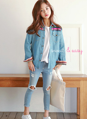 "Atti denim shirt <br> <font color=""#9f9f9f"">* Neat styling instep * <br> * lovely denim shirt *</font>"