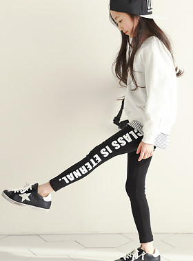 "Class Line Leggings <br> <font color=""#9f9f9f"">♡ Edge with a line ♡ <br> Stylish English printing!</font>"
