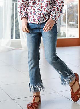 "Fringe denim pants <br> <font color=""#9f9f9f"">♡ Boots cut style full of ♡ <br> Good tension!</font>"