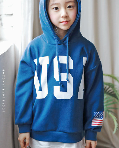 """Layered hood man-to-man <br> <font color=""""#9f9f9f"""">* Simple styling layered look * <br> * It's comfortable with Parky Pit *</font>"""