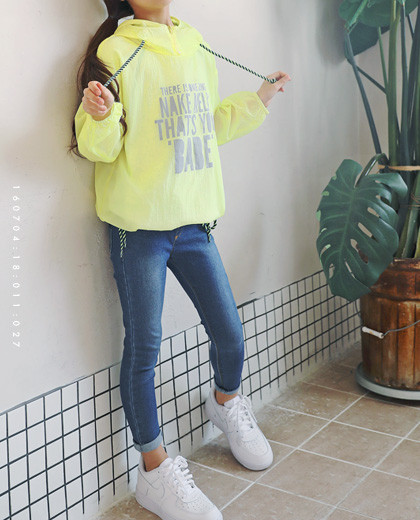 """Windy Anorak Hood Windshield <br> <font color=""""#9f9f9f"""">* Lightweight windbreaker * <br> * White, Yellow Two colors *</font>"""