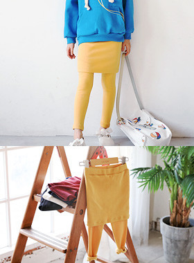 """Jesse 쫀쫀 Chi reins <br> <font color=""""#9f9f9f"""">♡ Skirt + Leggings = World Simple Items ♡ <br> Comfortable and Active look !!</font>"""