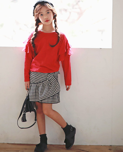 """Holga skirt up and down SET <br> <font color=""""#9f9f9f"""">♡ Frilly wing T-shirt + check skirt ♡ <br> Glamorous full set of top and bottom set!</font>"""