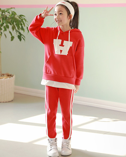 """Kickey layering Up and down SET <br> <font color=""""#9f9f9f"""">It looks like wearing a t-shirt <br> * It is easy to wear without leaving girl girl!</font>"""