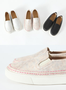 "Tony Stitch Slip-On <br> <font color=""#a84c59"">* Please order one size larger * <br></font>"