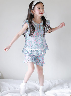 "Irene Pajama SET <br> <font color=""#9f9f9f"">♡ Calm Flower Pattern ♡ <br> Nice dressing gown!</font>"