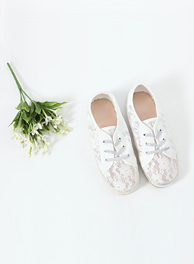Dahlia Lace Sneakers