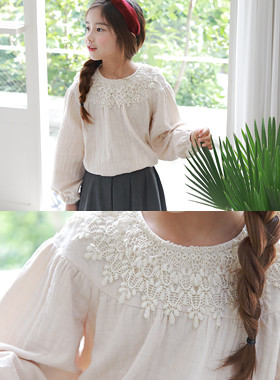 "Eyelet neck blouse <br> <font color=""#9f9f9f"">♡ Romantic Lace Neck ♡ <br> * Awesome volume UP *</font>"